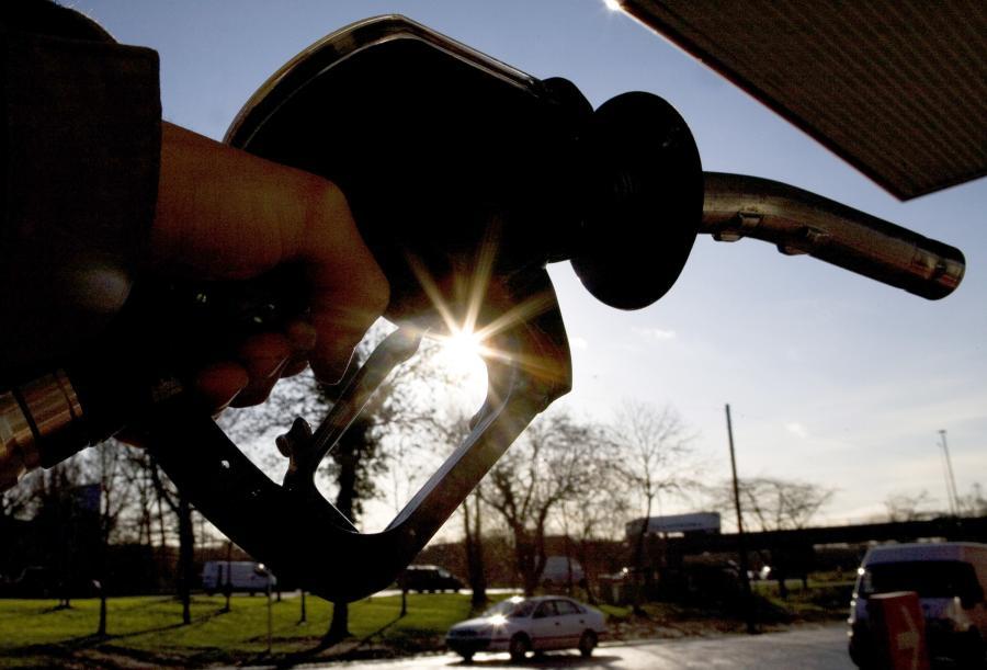 Kobieta jeżdżąc samochodem osobowym z Rosji do Polski i z powrotem, przywiozła w baku auta i kanistrze prawie 6,5 tys. litrów paliwa