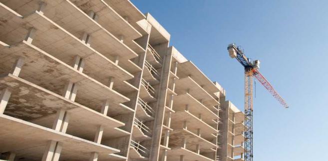 GUS podał, że w październiku 21 proc. przedsiębiorstw budowlano-montażowych ocenia swoje moce produkcyjne, jako zbyt duże w stosunku do oczekiwanego w najbliższych miesiącach portfela zamówień.