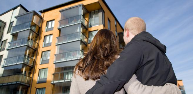 Z chwilą zawarcia małżeństwa powstaje między małżonkami wspólność majątkowa obejmująca przedmioty majątkowe nabyte w czasie trwania związku, ale odziedziczone nieruchomości lub prawa majątkowe wchodzą do majątku osobistego.
