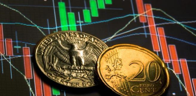 Dolar i euro na tle giełdowych indeksów